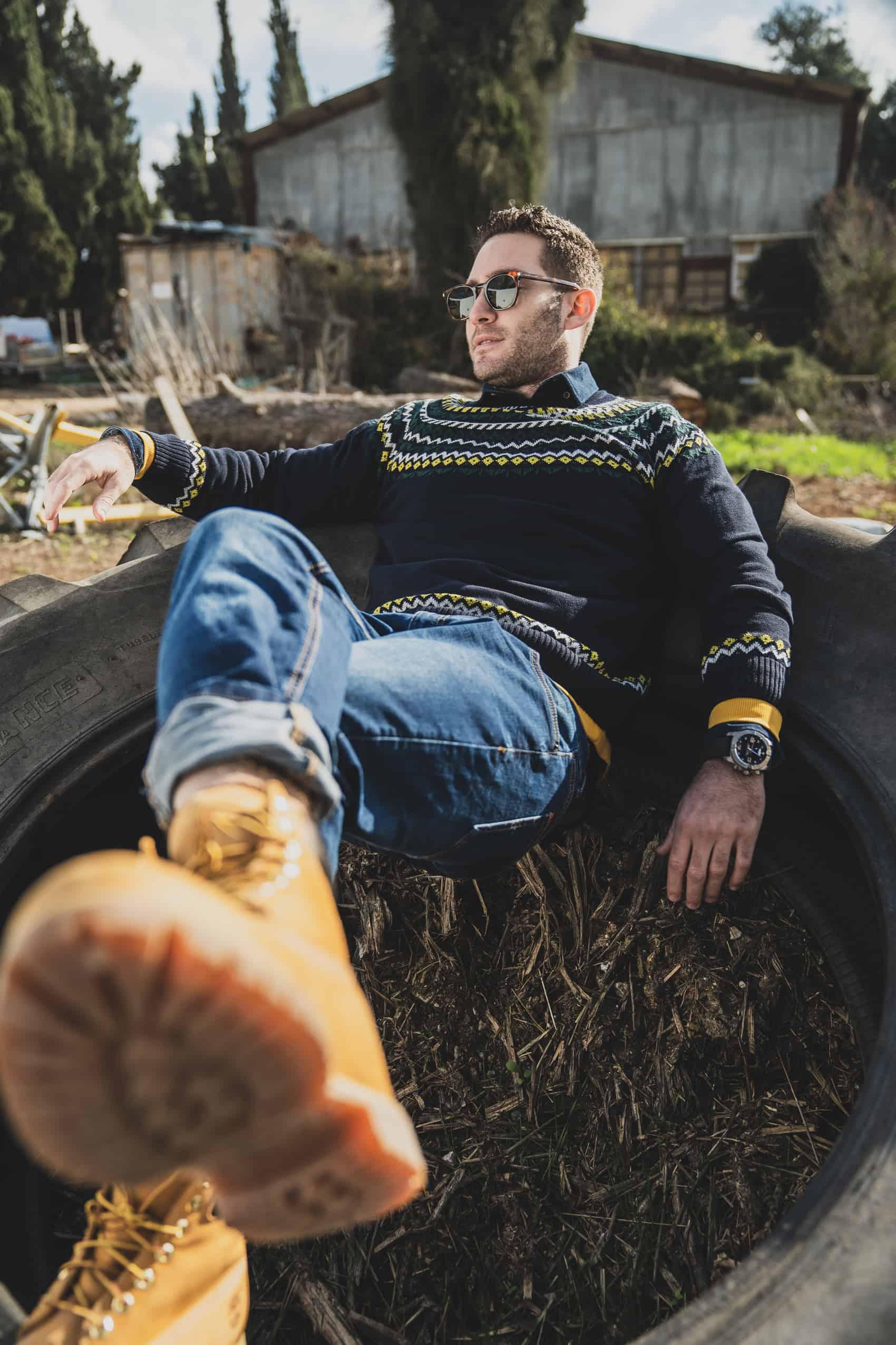 סוודר עם הדפס טרייבל לגברים
