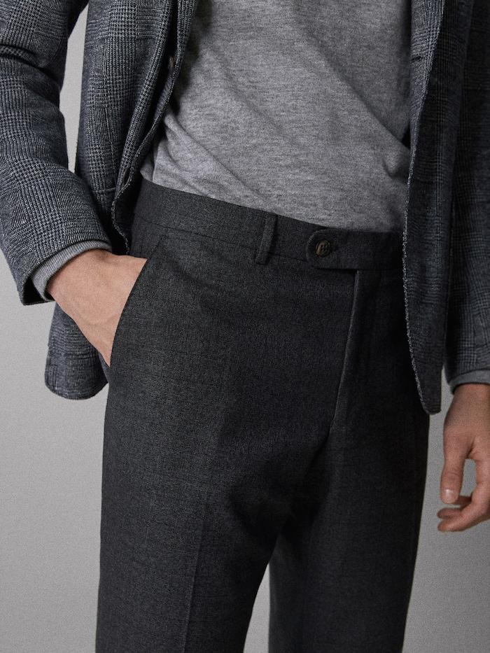 חולצה בתוך המכנסיים
